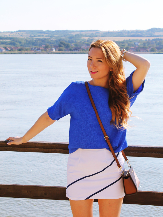 Andreea Design, blue blouse, white skirt, blogger, fashion, bluza albastra, outfit, look, inspiration, tinute , michael kors bag, geanta, brown
