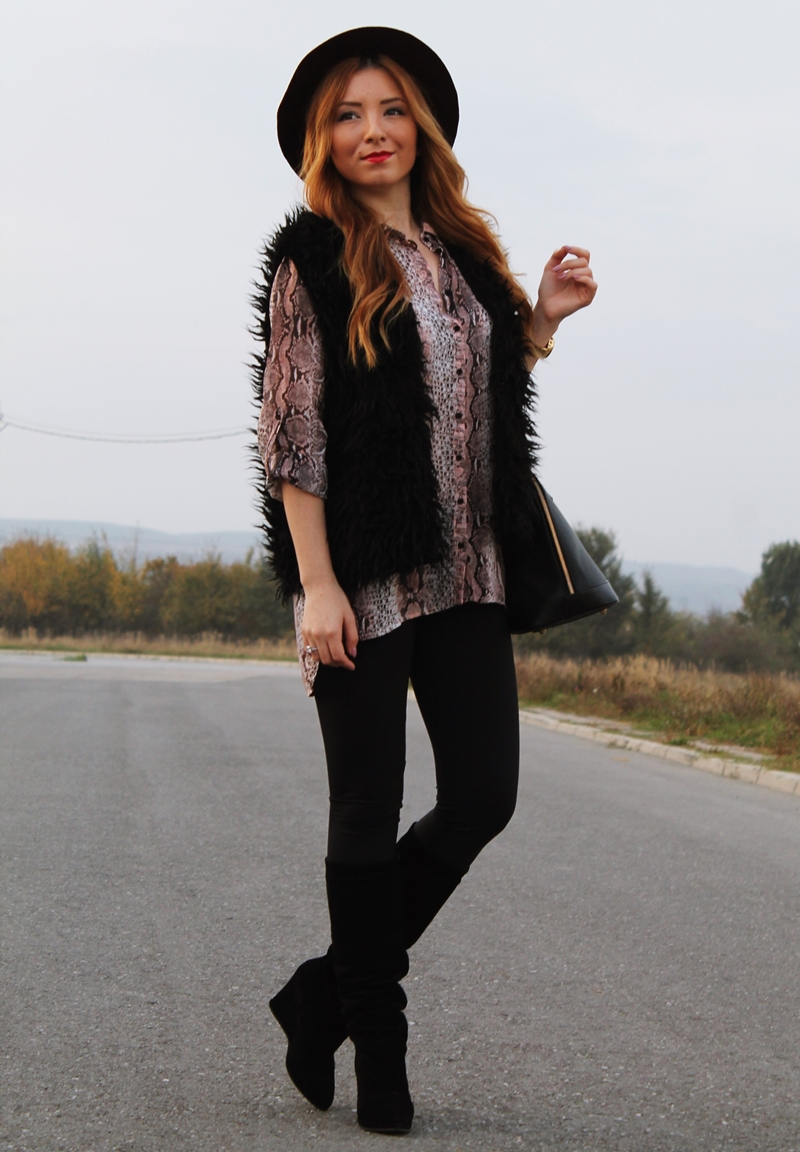 street style snake print shirt, leggings, black boots, pimkie purple hat
