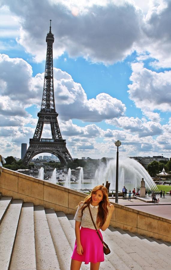 tinuta de vacanta, paris, fusta roz clos si bluza cu guler peter pan gri, vacation outfit paris trocadero