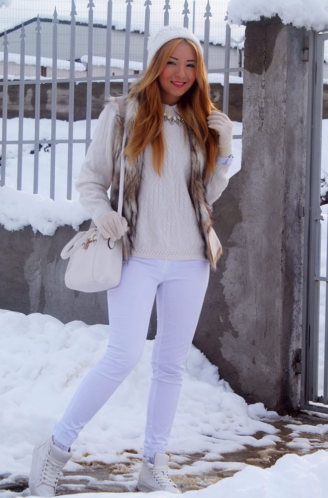 Tinuta totul alb, andreea design, tinuta de iarna cu vesta de blana