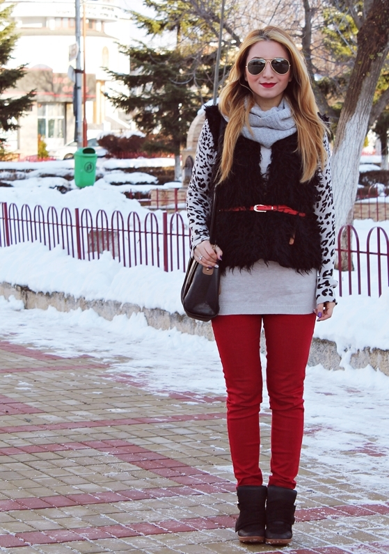 street style red pants and grey sweater winter outfit