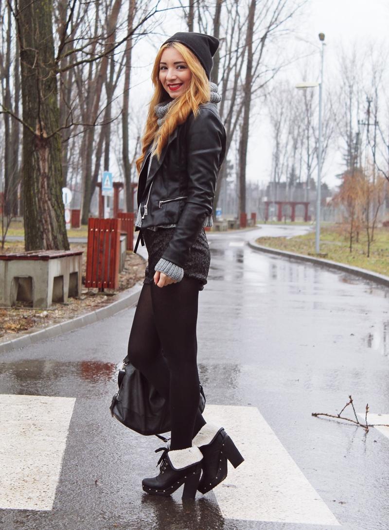 Pantaloni scurti cu botine, pulover gri, geaca neagra piele si caciula neagra. Tinuta - cum purtam