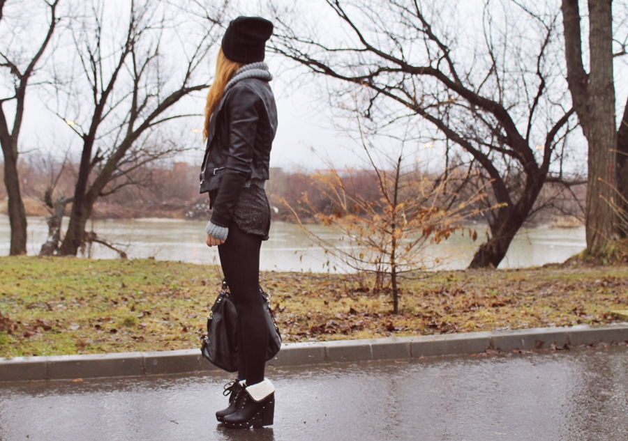 Tinuta de iarna: pantaloni scurti din paiete cu strampi si botine