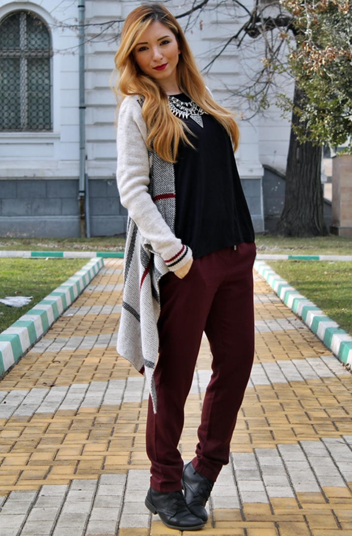 Street style, marsala pants. black blouse, burberry cardigan, zara necklace, blogger
