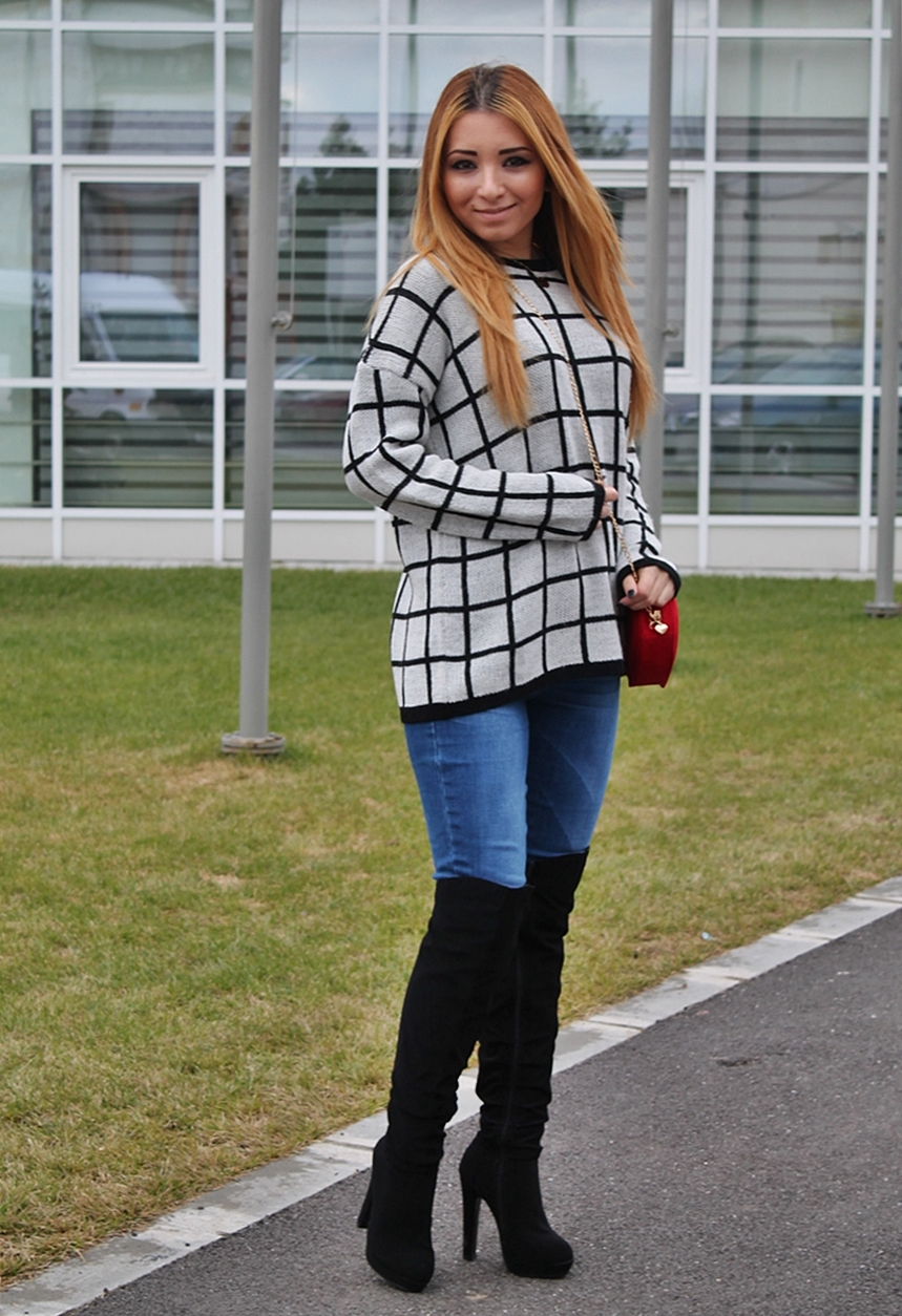 Checked sweater, blogger, street style - pulover in carouri si cizme peste genunchi negre - Andreea Design