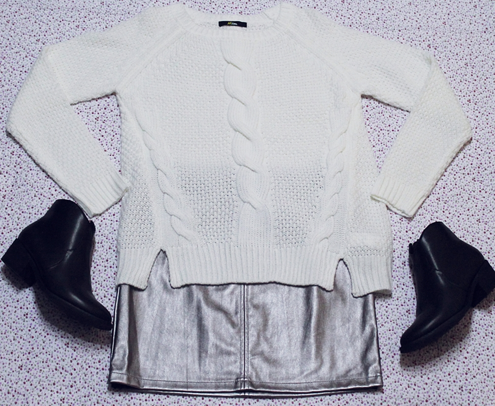 Tinuta pulover alb fusta artgintiu metalizat si botine negre