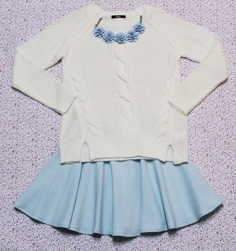Tinuta pulover alb si fusta andreea design clos mare azuriu