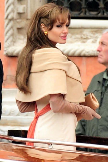 Angelina Jolie purtant capa
