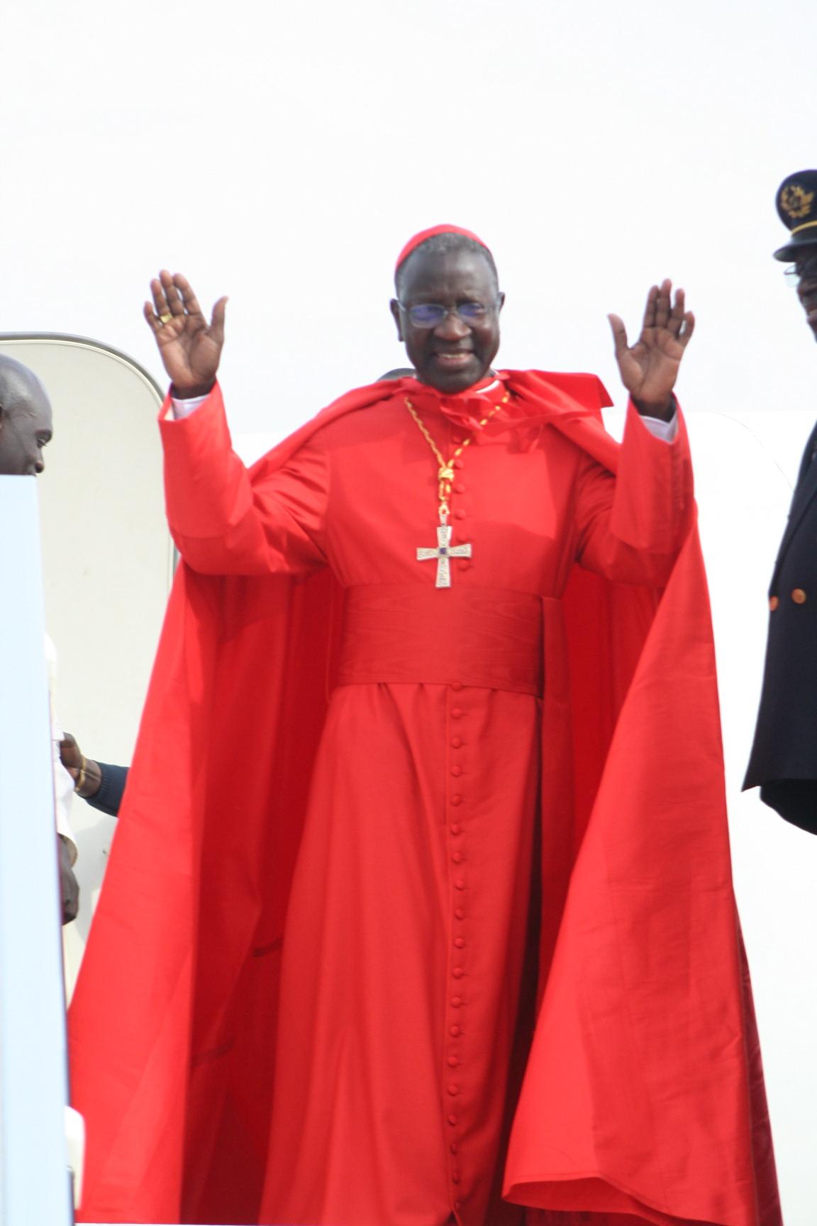 Cardinalul Théodore Adrien, red cape, ferraiolo