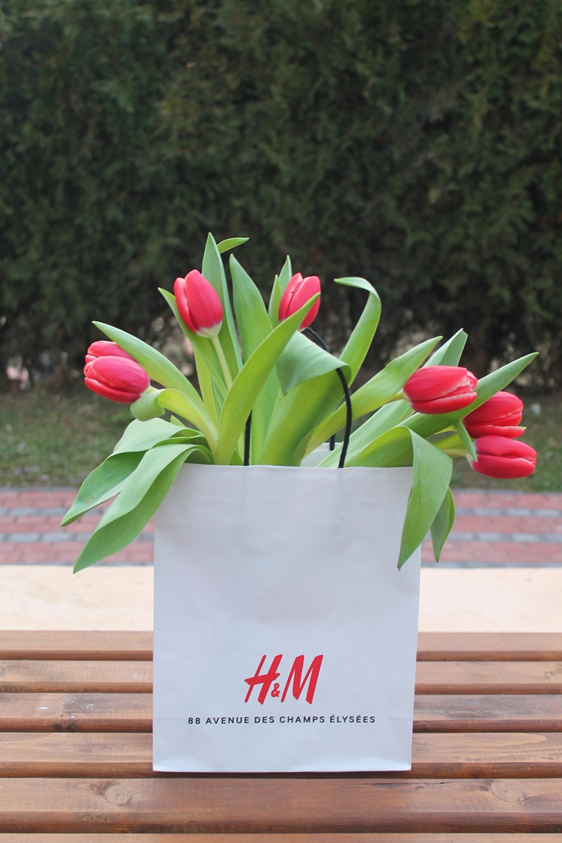 88 avenue des champs elysees hm bag, red tulips