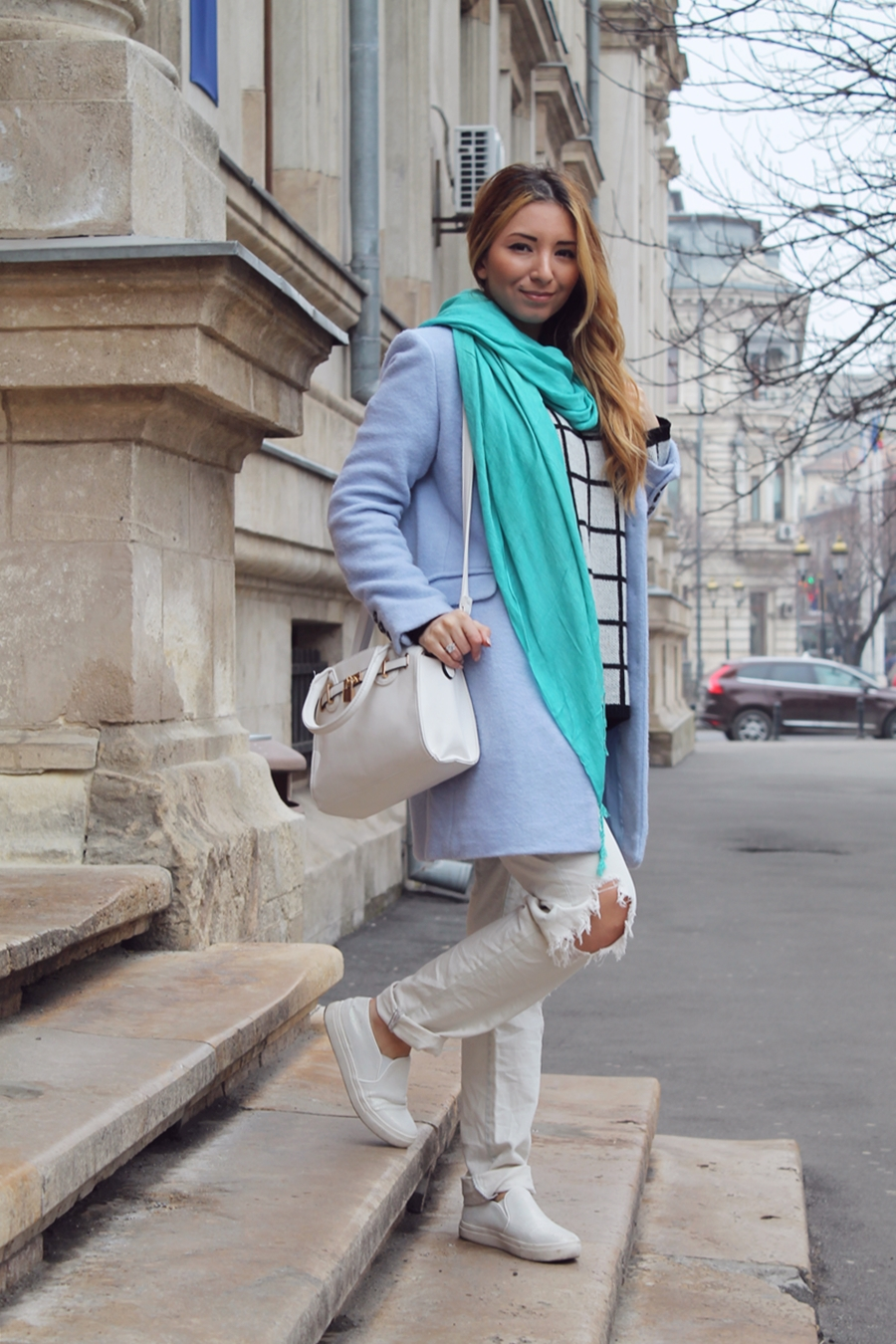 Street style, blue coat, mint green scarf, ripped jeans, checkered sweater, white bag, blogger Andreea Pantilinescu