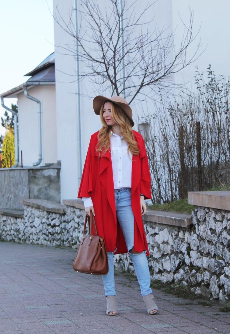 Cum purtam o capa, tren, moda, blogger, bloggerita, capa rosie