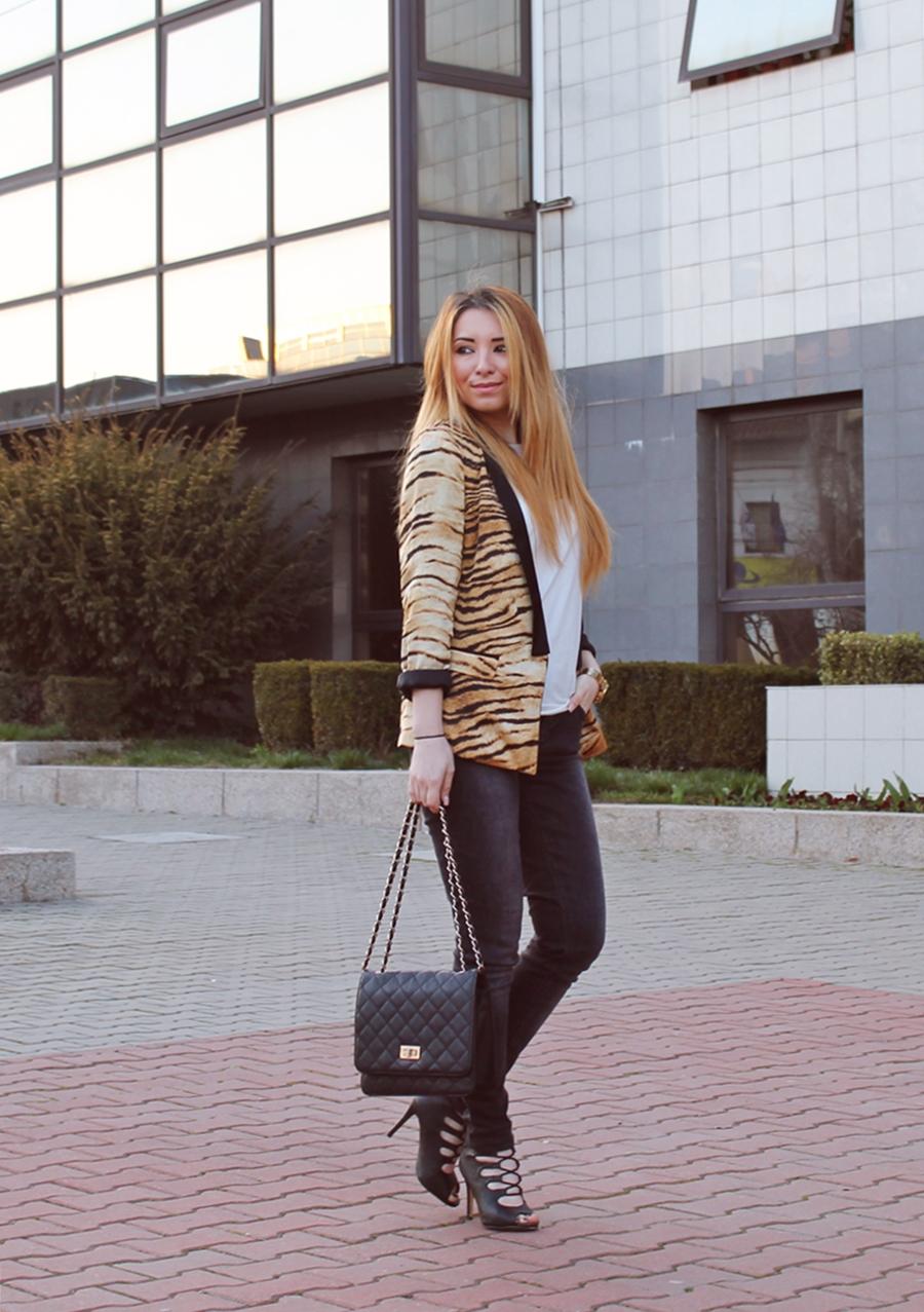 Strret style Zara tiger print blazer