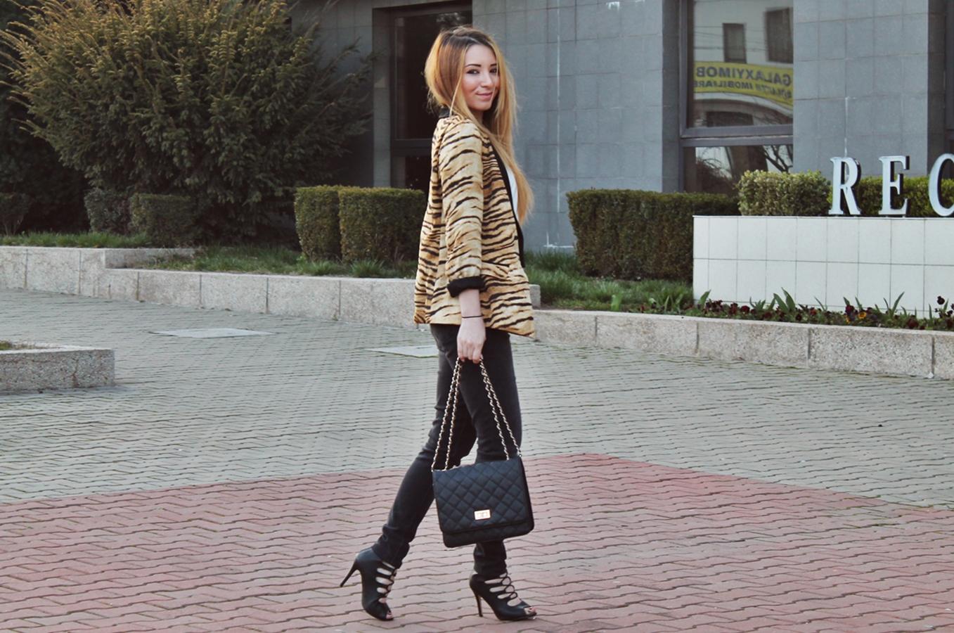 Tred alert, tendinte in moda, imprimeul animal tigru, cum purtam, tinute, sacou zara, sandale cu siret pimkie, tinuta de primavara