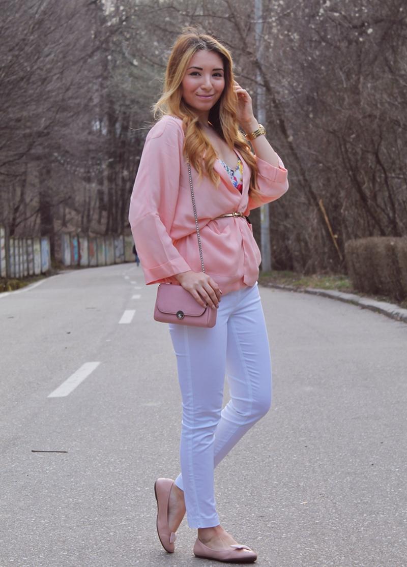 Andreea Pantilinescu, tinuta de primavara, nuante pale de roz, piersicuta, blazer, cardigan, stradivarius, kurtmann