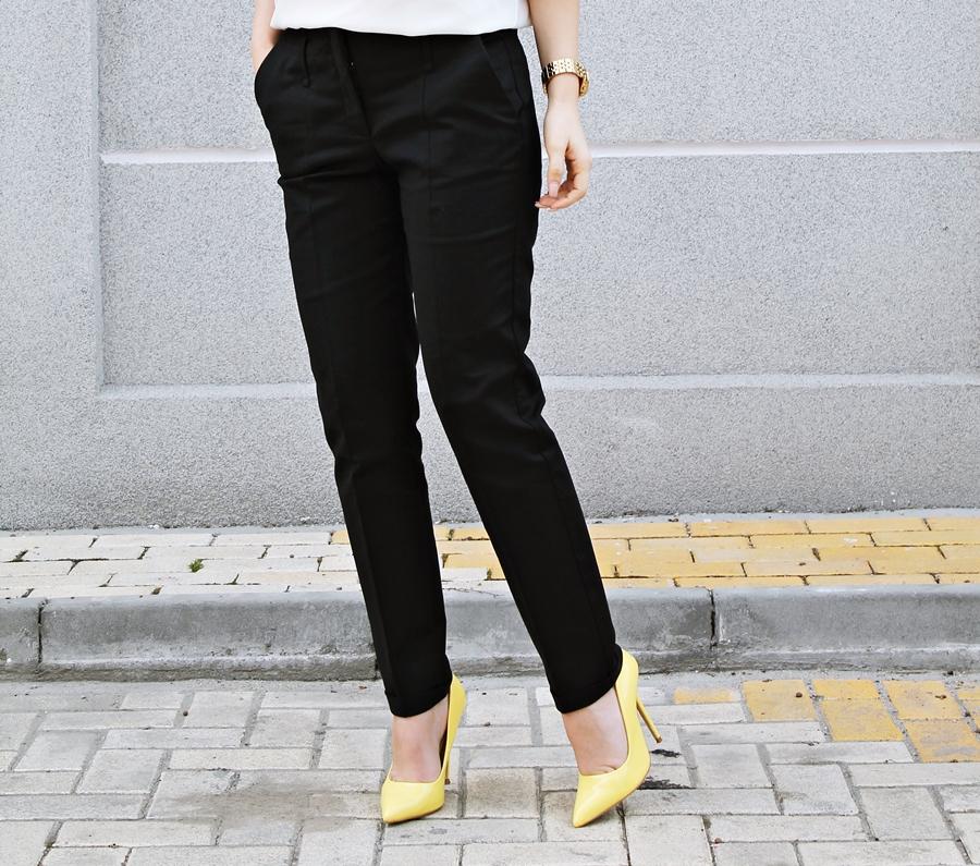 Pantaloni office Zara negri, Pantofi galbeni stiletto Poema, tinuta blog
