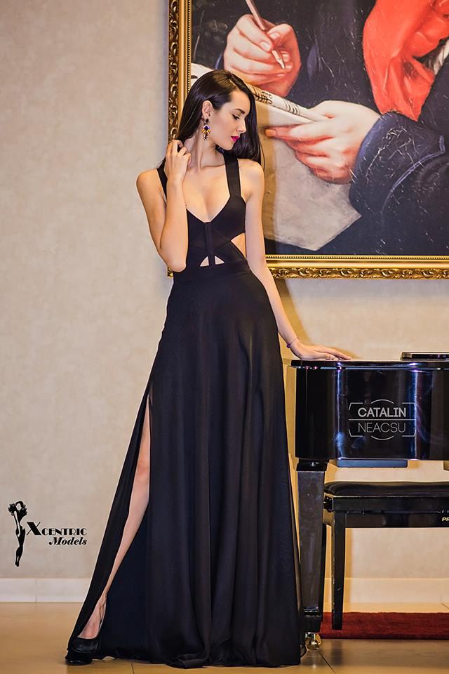 rochie lunga neagra sparta pe picior