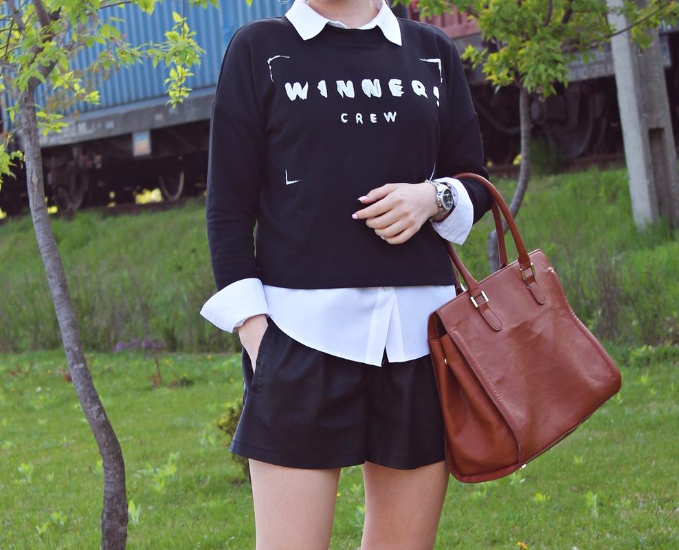 Cum purtam bluzele cu mesaj si pantalonii scurti din piele: tinute blogger de moda