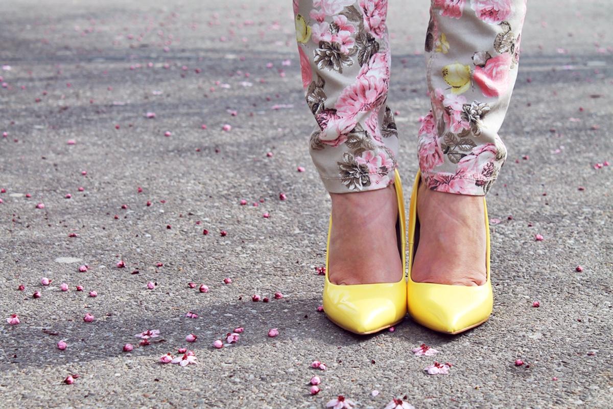 Pantofi stiletto galbeni Poema