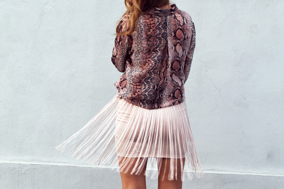 Fringe skirt - street style, snake print shirt, blogger, fashion