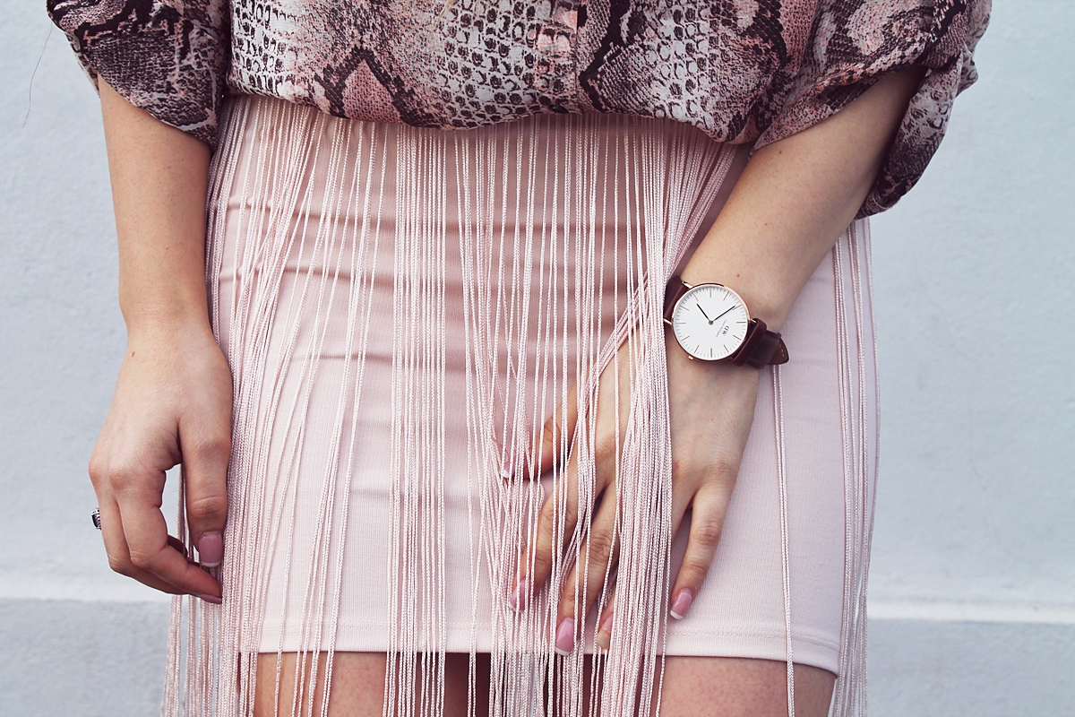fringe skirt and daniel wellington brown watch, street style, fashion, fusta cu franjuri, ceas daniel wellington cu curea din piele maro, blogger, moda, andreea design, andreea ristea, kurtmann