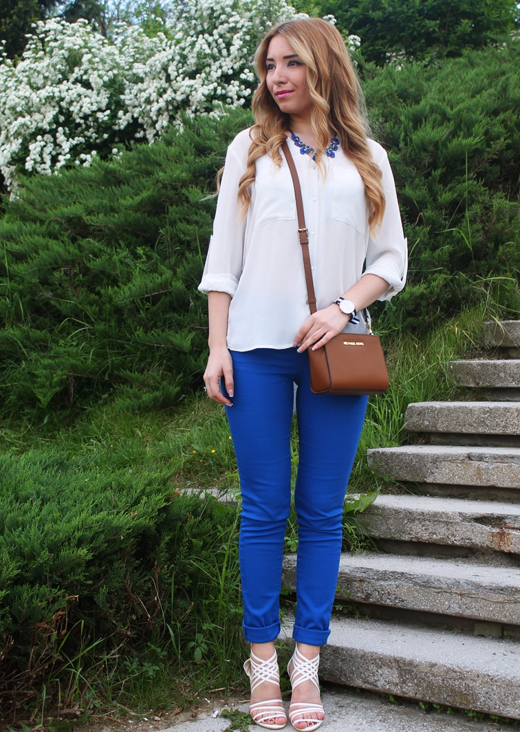 street style blue and white combination, royal blue pants, white shirt, white heeled sandals, brown crosbody michael kors bag