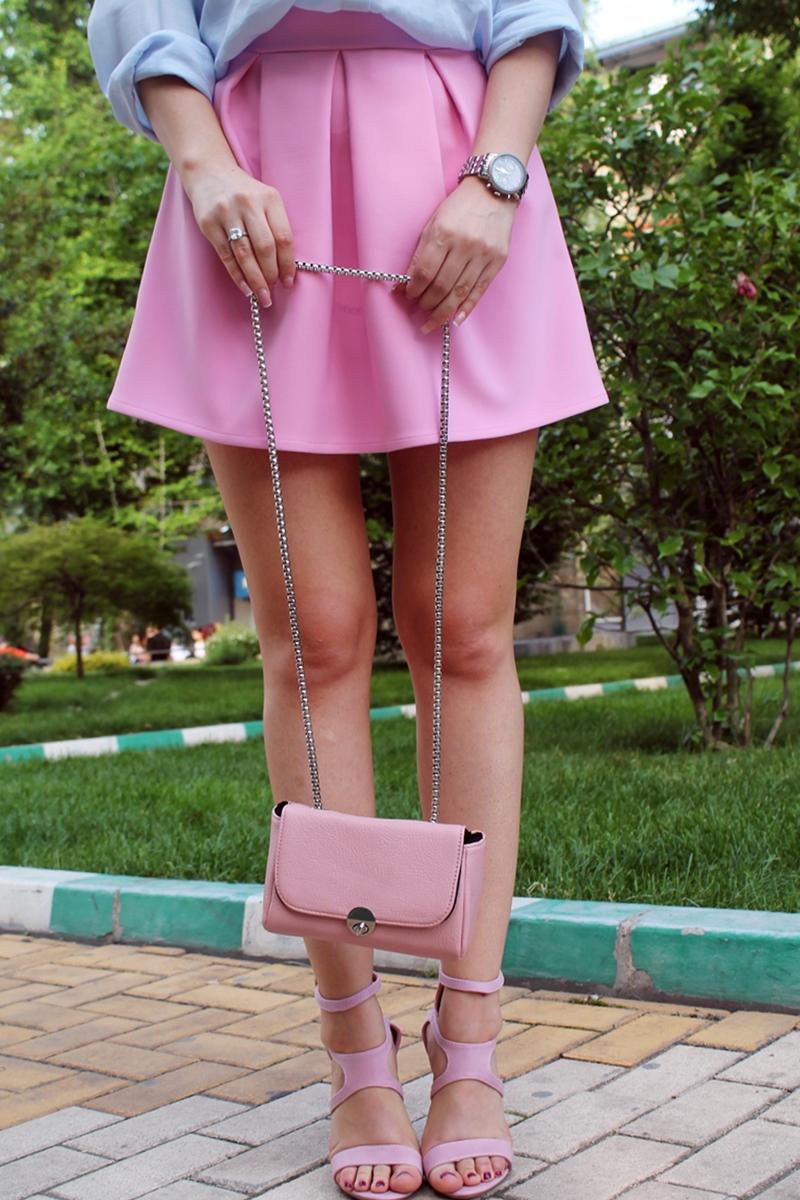 fusta cu pliuri roz, barbie, andreea design, sandale roz, geanta mica roz stradivarius, roz pudrat