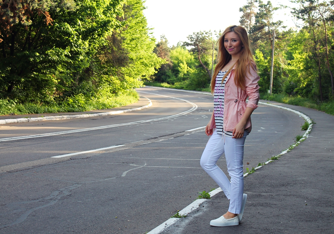 Street style - summer look, white pants, white slip-on bershka, stradivarius apricot jacket