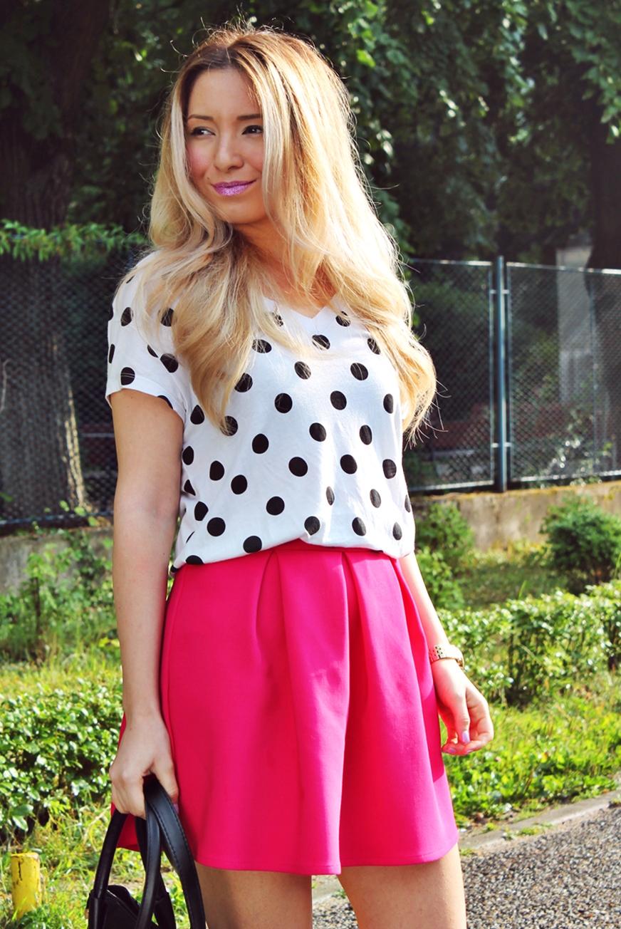 Andreea Ristea blog - fusta andreea design cu pliuri roz, tricou zara cu buline - tinuta de vara