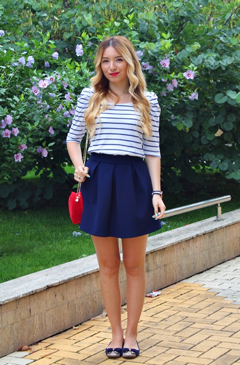 Street style - navy style: blue stripes blouse, blue pleated skirt, red bag, blue flats - fashion blogger
