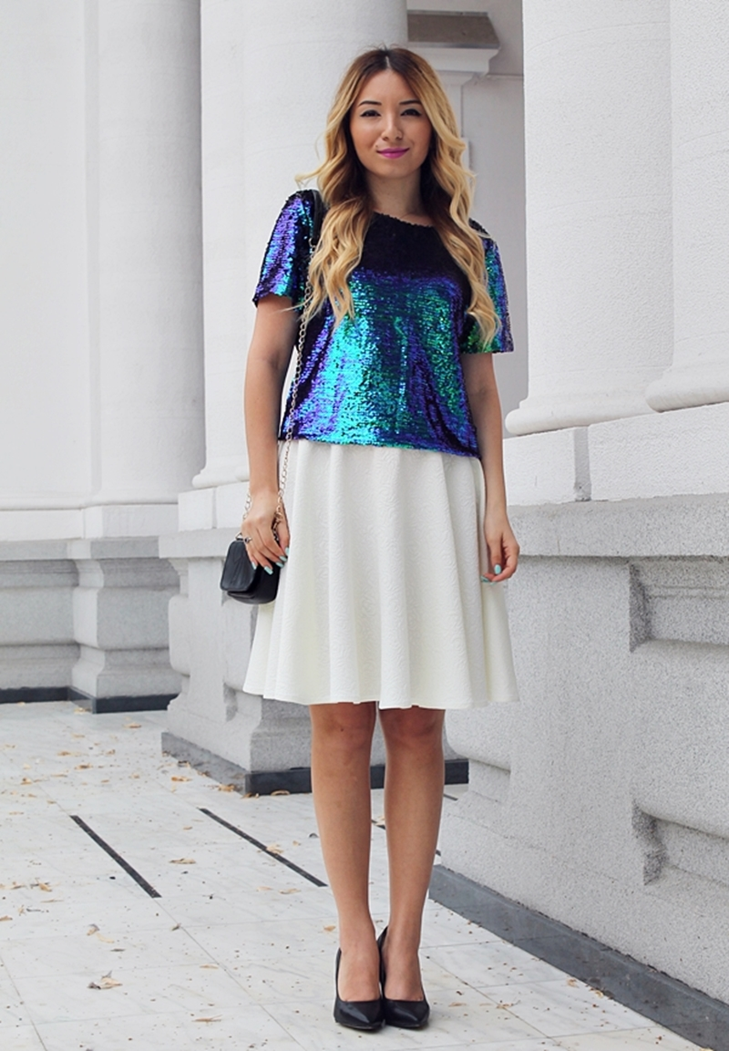 Street style: green sequined t-shirt, white midi full circle skirt, black stilettos, black shoes, black mini bag - ootd - fashion blogger - romwe