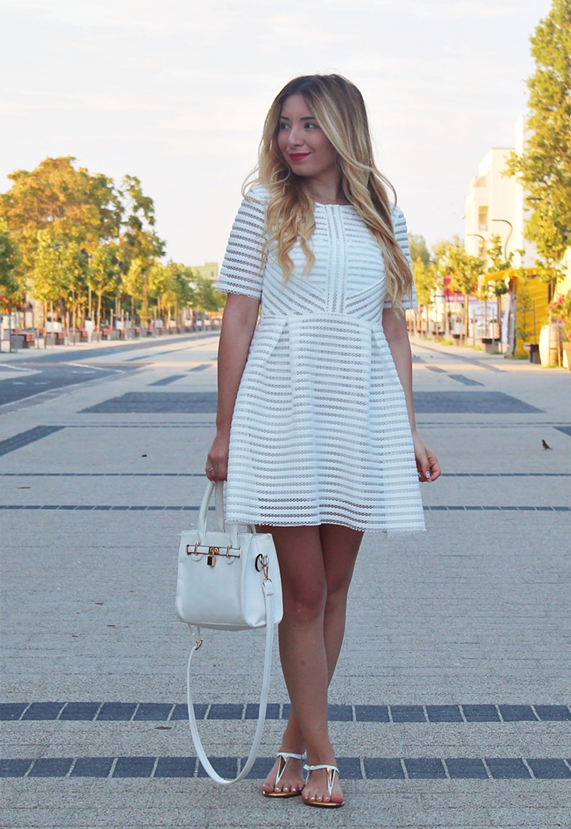 Street style: white dress, ALL WHITE look, summer outfit. Vacation at the sea