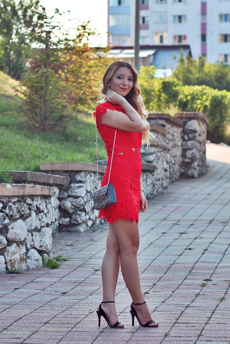 Rochie rosie din dantela scurta, eleganta -  Cum purtam?