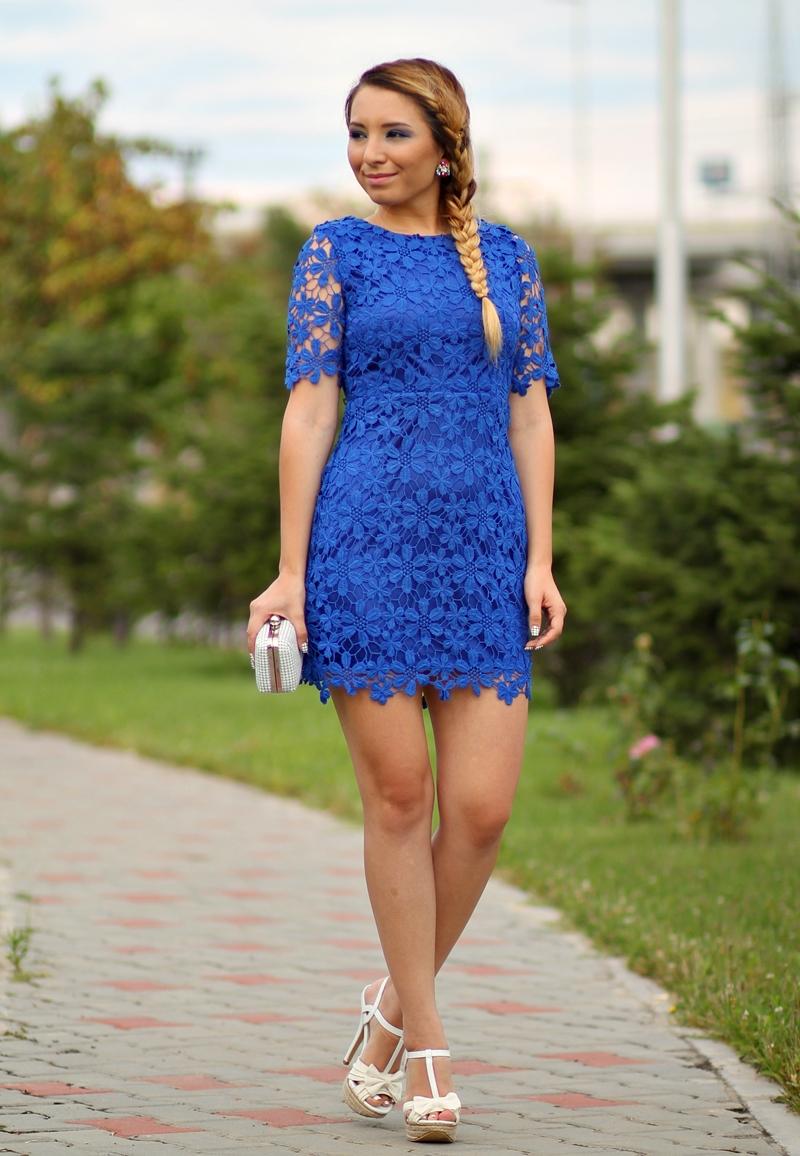 Cum purtam rochia albastra din dantela scurta - combinatia de alb cu albastru