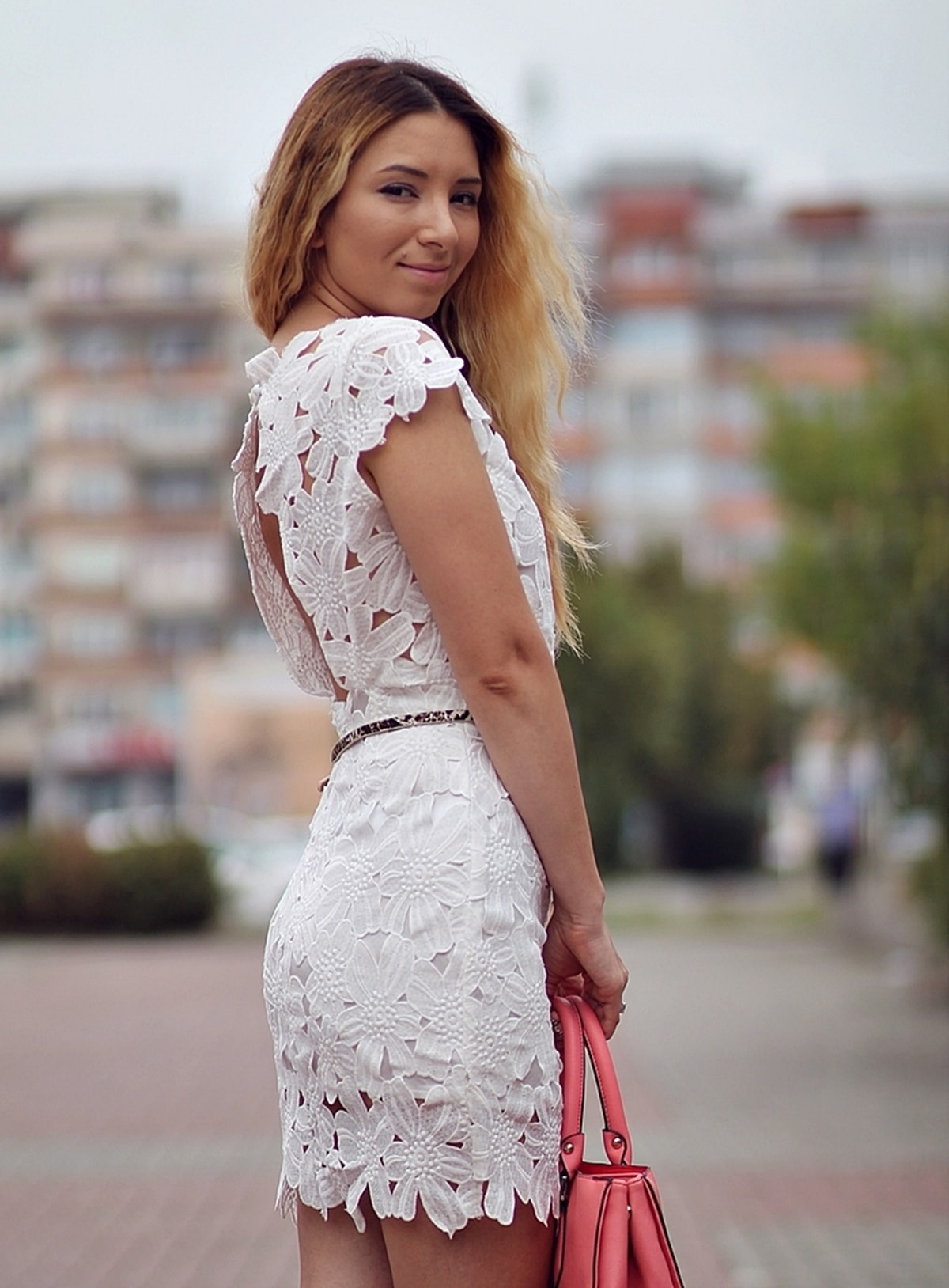 Rochie alba din dantela cu spatele gol