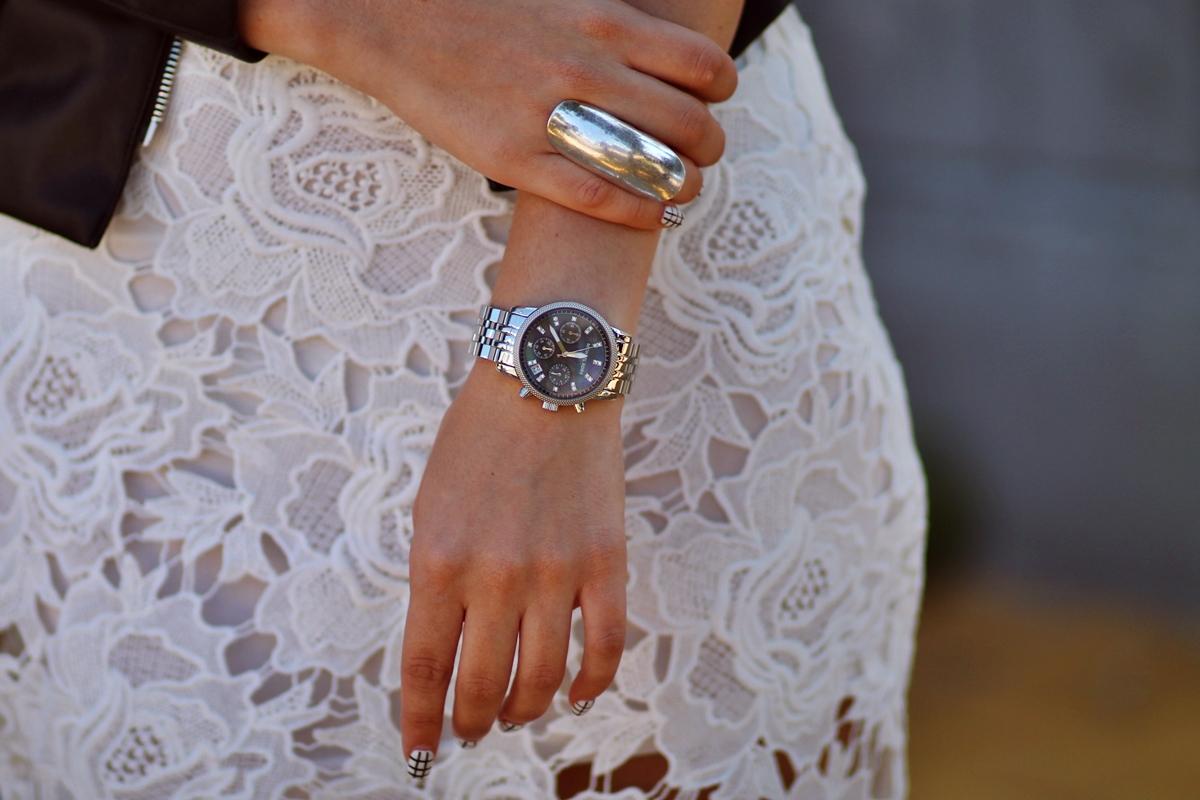 Ceas Michael Kors argintiu ecran negru reflexii - Tinuta blogger de moda