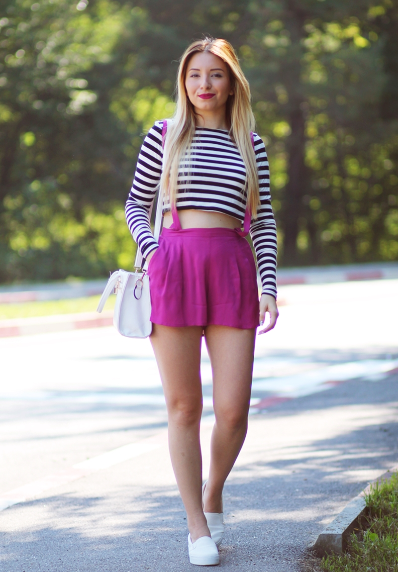 Street style - crop top stripes - pink high waisted shorts - summer look - white sneakers