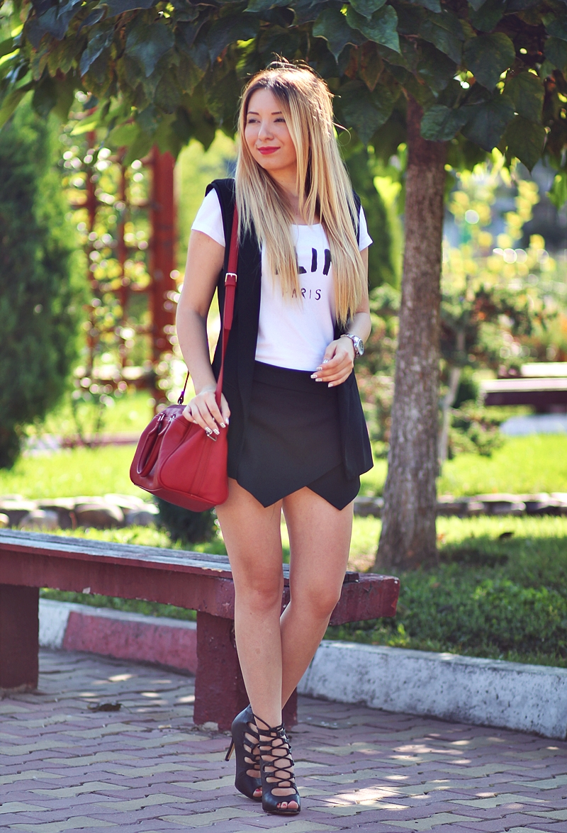 Andreea Pantilinescu -Fashion blogger | Cum purtam geanta rosie?
