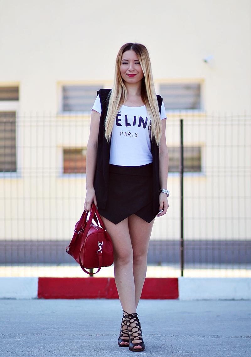 Tinuta de vara: pantaloni scurti asimetrici Zara, tricou Celine Paris, geanta rosie, vesta lunga neagra, sandale cu siret