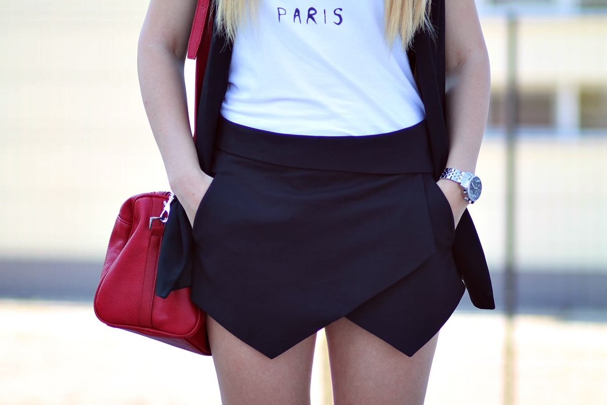 Pantaloni scurti asimetrici zara