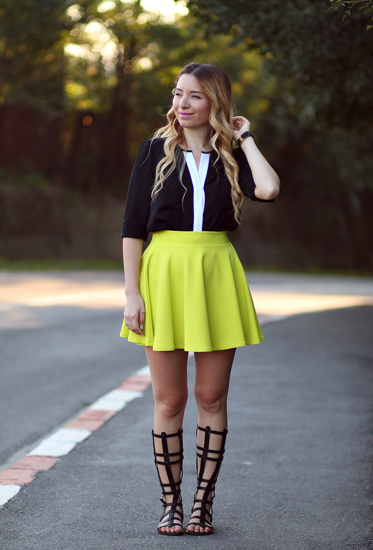 Street style - green leomn skirt | Cum purtam sandalele gladiator? Tinute