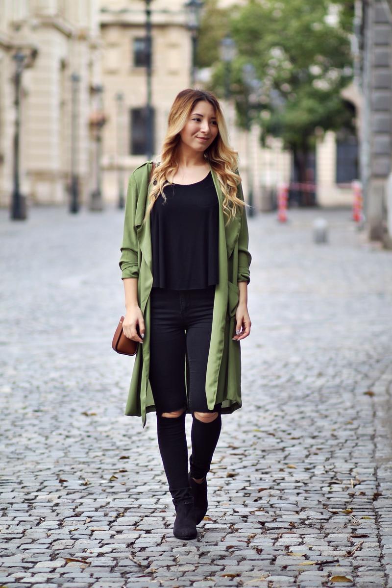 Tendinte in moda: toamna 2015 - Cum purtam verde militar? Tinuta all black, blugi rupti negrii, trench verde militar