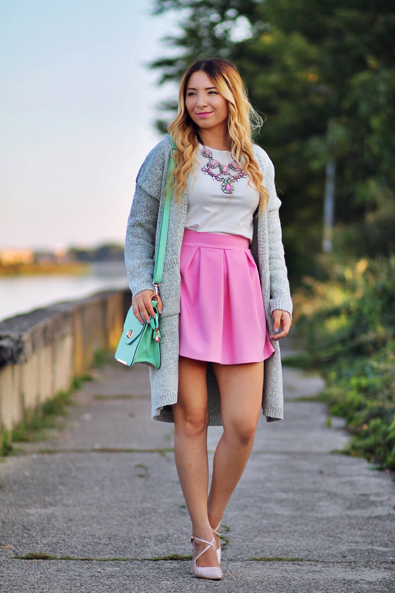 Street style: pink pleated skirt, pink candy necklace, grey pockets cardigan, nude heels, mint green bag, white blouse - Andreea Design, Romwe, Dress In - ootd
