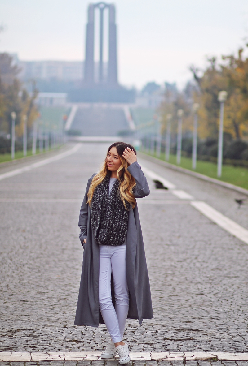 Street style - grey long trench coat, white pants, grey scarf, coat with sneakers, autumn/winter look - fashion blogger Andreea Ristea
