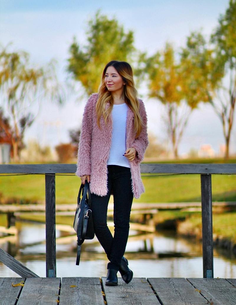 Street style: fluffy powdery pink coat, white basic t-shirt, black pants, black boots, black bag, Daniel Wellington watch, SheIn Coat