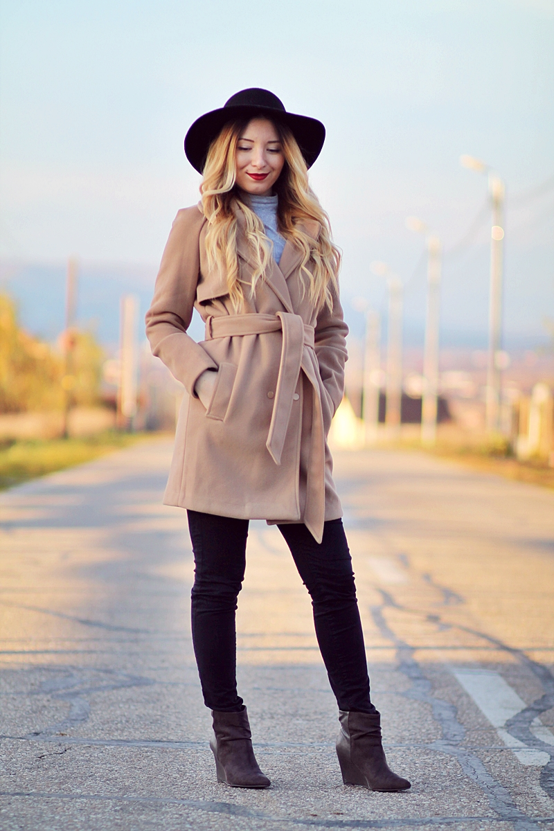 Street style: camel coat, grey turtleneck, black pants, grey boots - fashion blogger Andreea Ristea