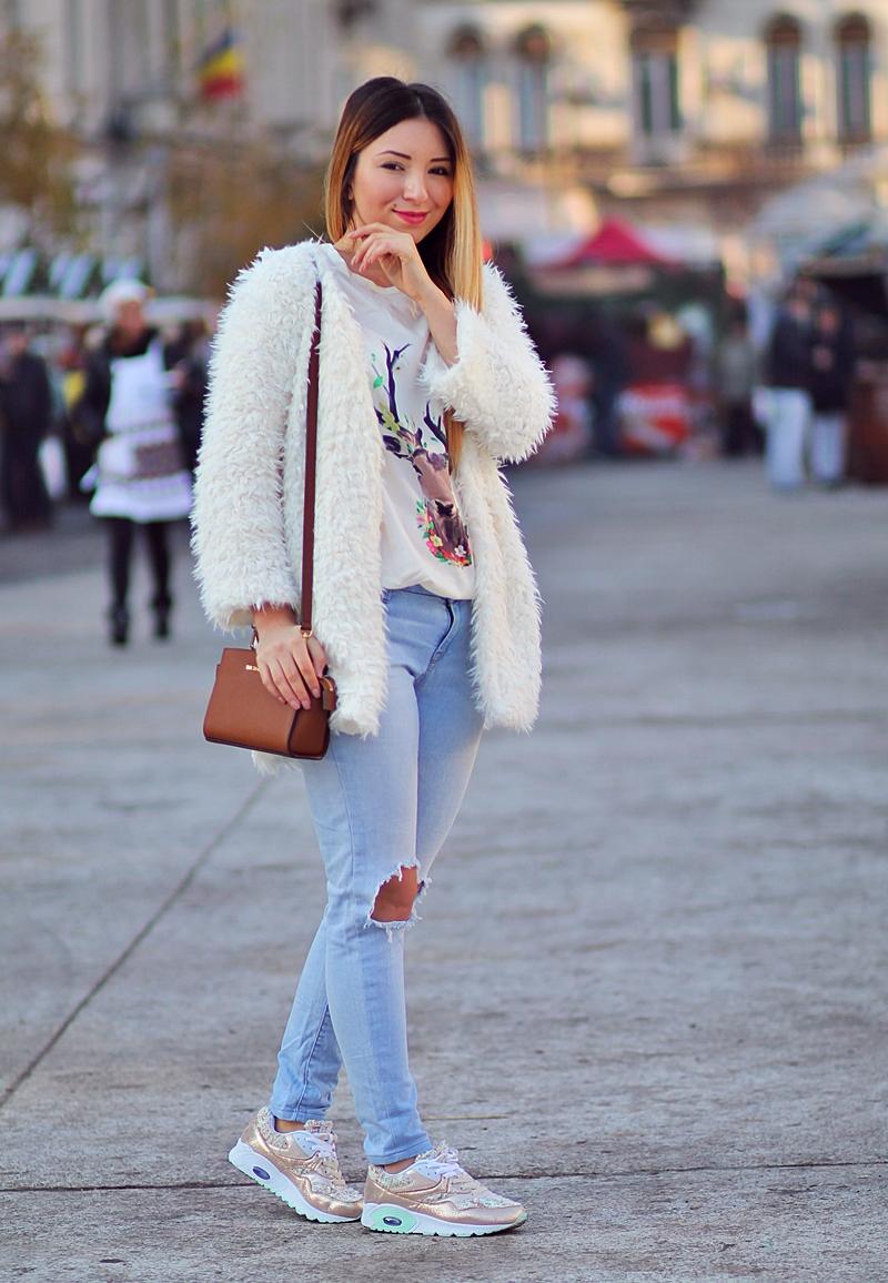 Tinuta de iarna - jacheta pufoasa alba, tricou cerb, blugi rupti, adidasi aurii Deichmann, geanta mini Selma Michael Kors - blogger de moda Andreea Ristea - Piata Universitatii