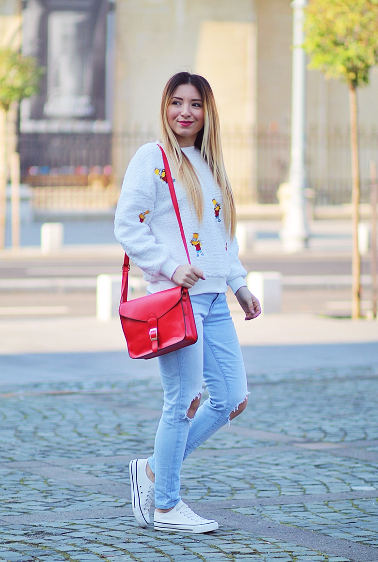 Street style - cartoon print blouse, ripped jeans, red bag, white sneakers - casual outfit
