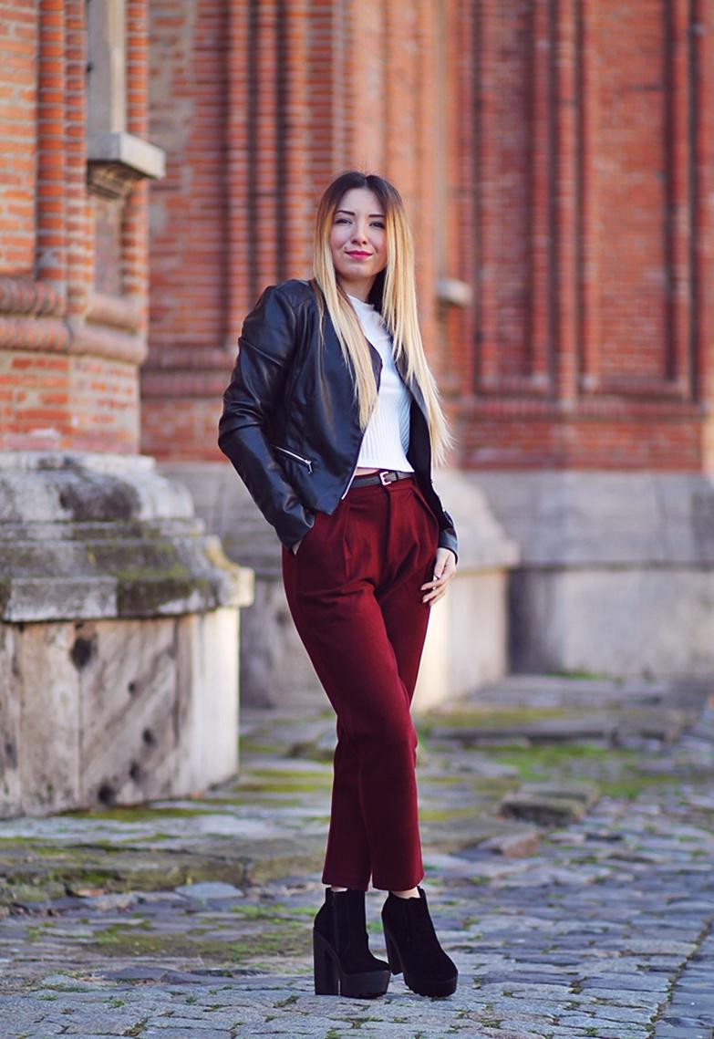 Pantaloni cu talie inalta rosu burgundy - cum purtam?