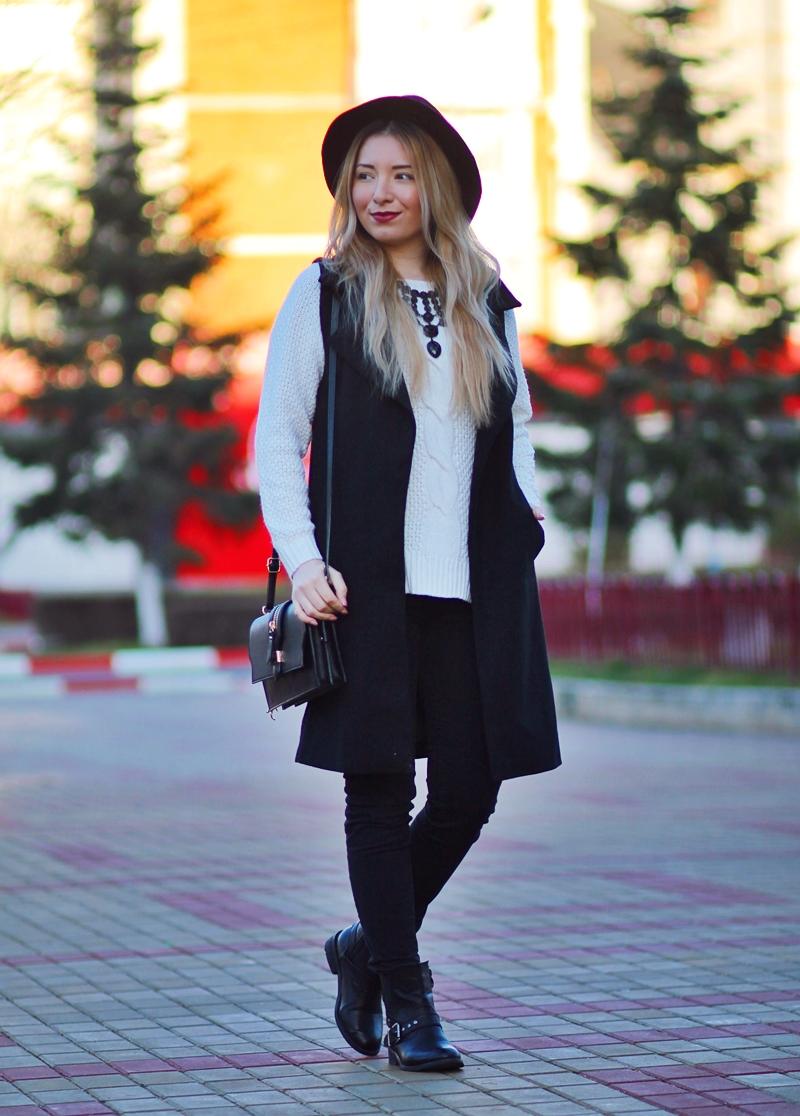 Tinuta de iarna: pulover alb cu vesta lunga si buzunare. Tinuta alb negru - Blogger de moda Andreea Ristea